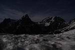 пик Игольчатый и гора Псеашха в лунном свете