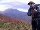 на фоне горы Оштен, ветрено